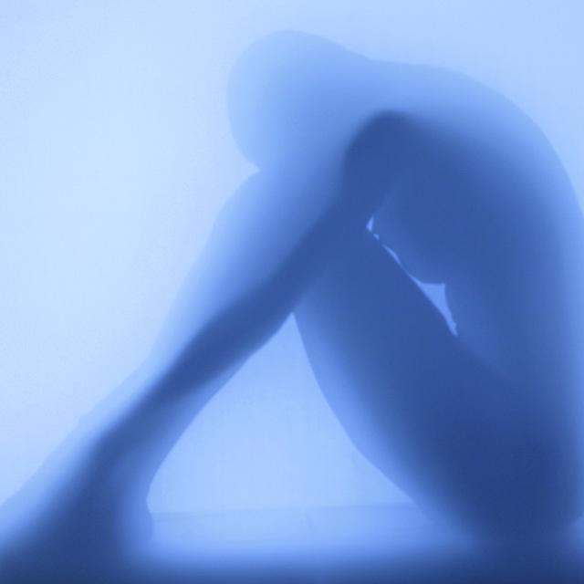 Ansicht einer Frauenensilhouette im Dampfbad