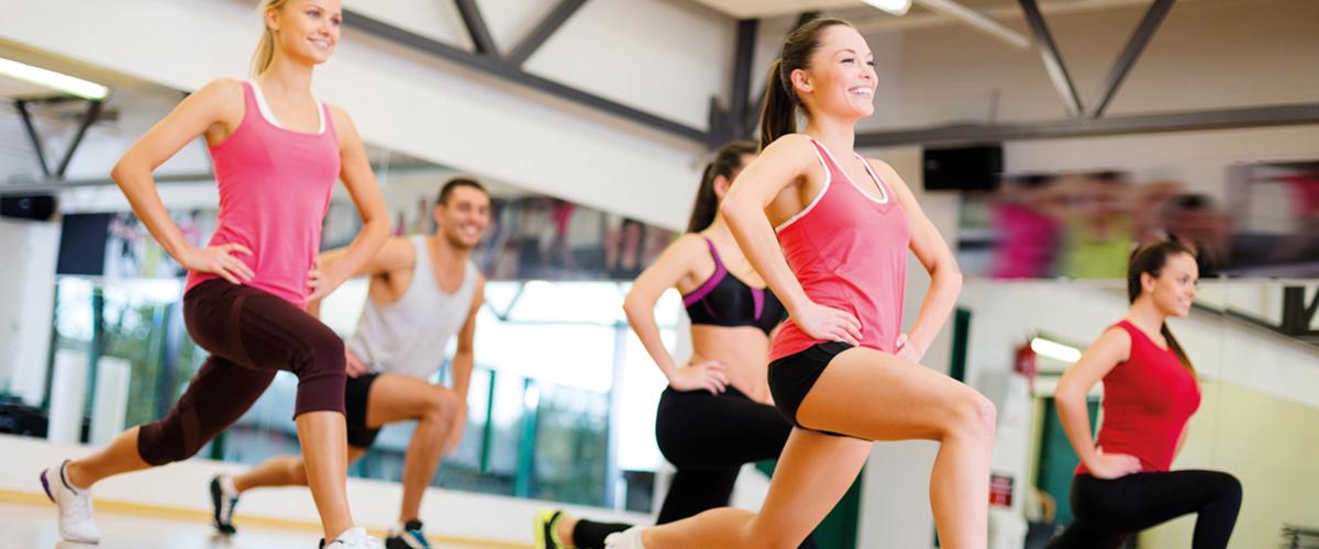 Gruppe beim Fitnesskurs
