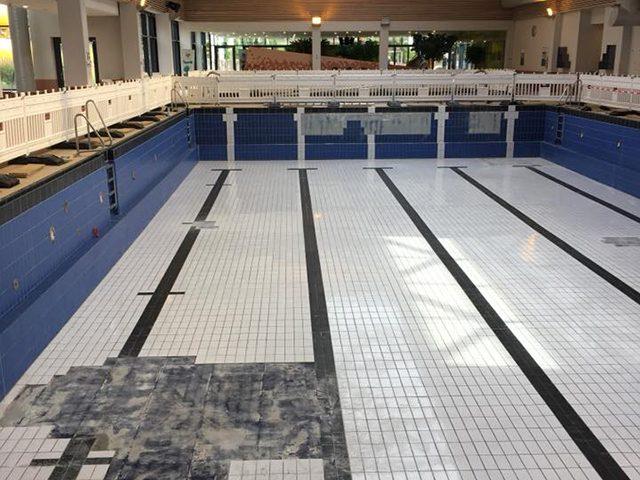 Lehrschwimmbecken mit Fliesenschaden